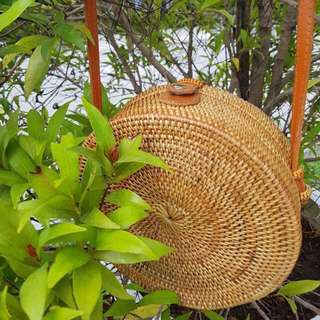 (Summer Must-Have!) BN Handwoven round straw bag (snap closure)