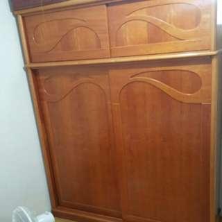 衣櫃  <實心木>  長約182  寬約60  高230