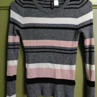H & M knitted sweater small