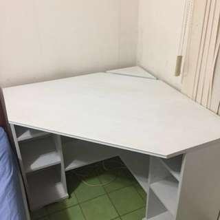 IKEA - Borsgjö 書桌