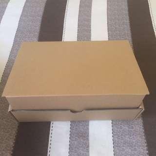 Mailing carton box (42 pieces left)