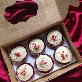 Red Velvet Cupcake w/ Cream cheese Frosting