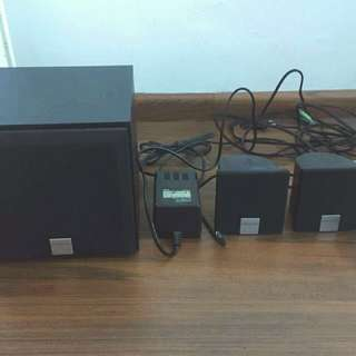 Creative speaker (1 woofer + 4 satellites speaker)