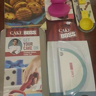 Fondant Cutter Set Cake Boss Series 2pcs Silicon oven grip 1 pc bowl scraper 1 pc Magnetic measuring spoon 1 Book   Valued at over 4k Selling everything for P2,000 + sf