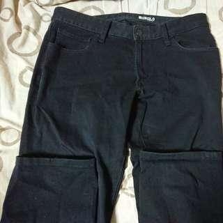 🚚 Uniqlo黑色窄版牛仔褲