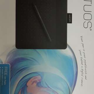 BRAND NEW INTUOS ART CREATIVE PEN & TOUCH TABLET WITH FREE ART PACK