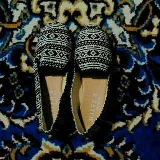 Sepatu Tribal Sz 36
