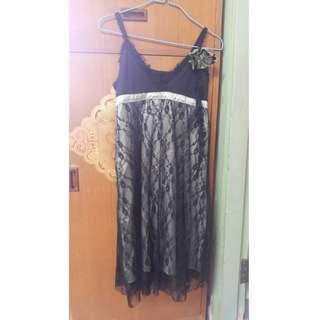 蕾絲吊帶裙  易襯  清衣櫃  有興趣請聯絡