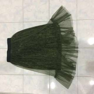 Pleated skirt with net