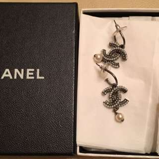90% New Chanel Earrings with box