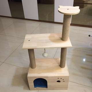 (NEW!)$65 pinewood cat scratch bed house
