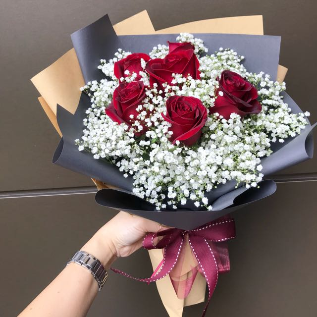 6 red roses and baby breath Hand Bouquet