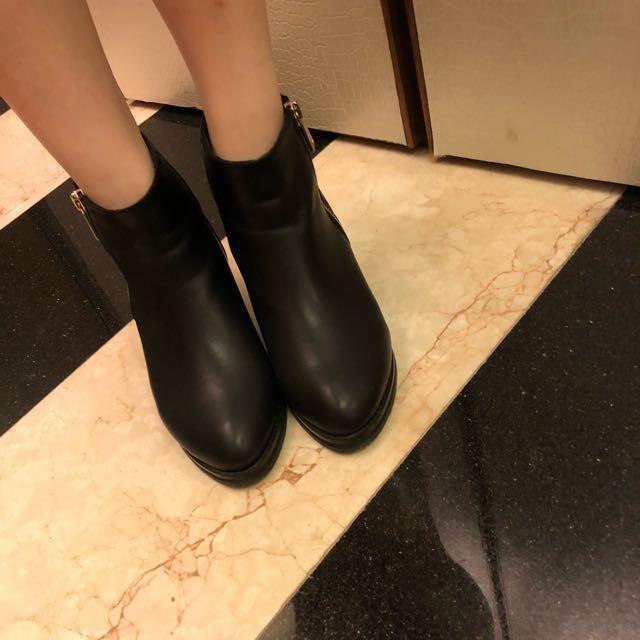 皮革低跟靴(免運)