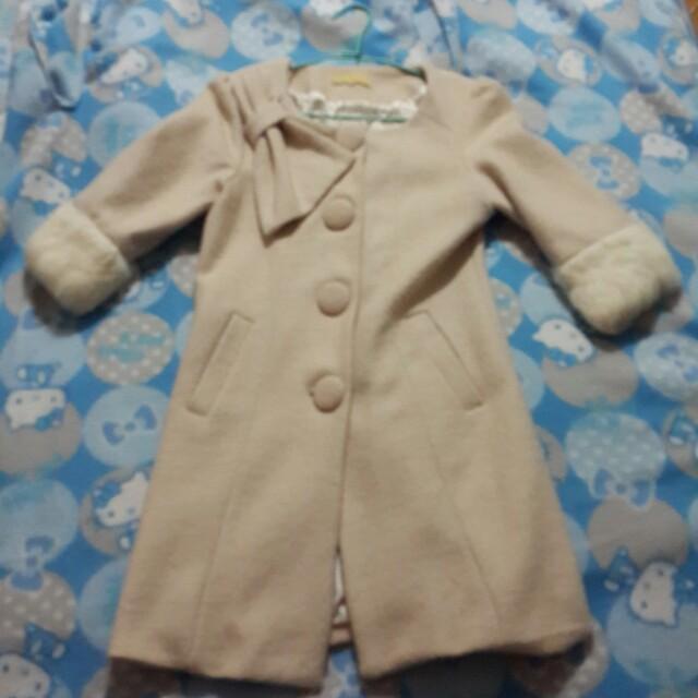 淡粉色大衣外套
