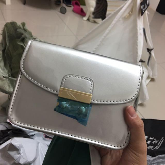 時尚 銀色漆皮小方包