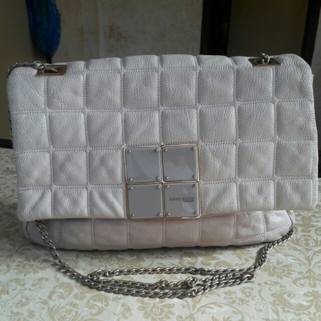 ANNE KLEIN NEW YORK Quilted Genuine Leather Sling Cream Bag