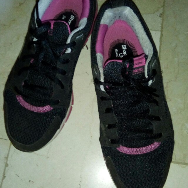 Athentic Skechers Shape Ups sneakers