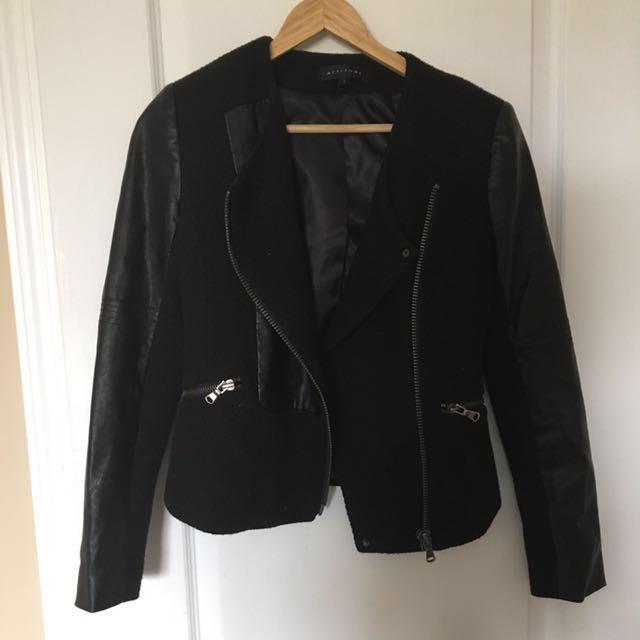 Attitude black jacket