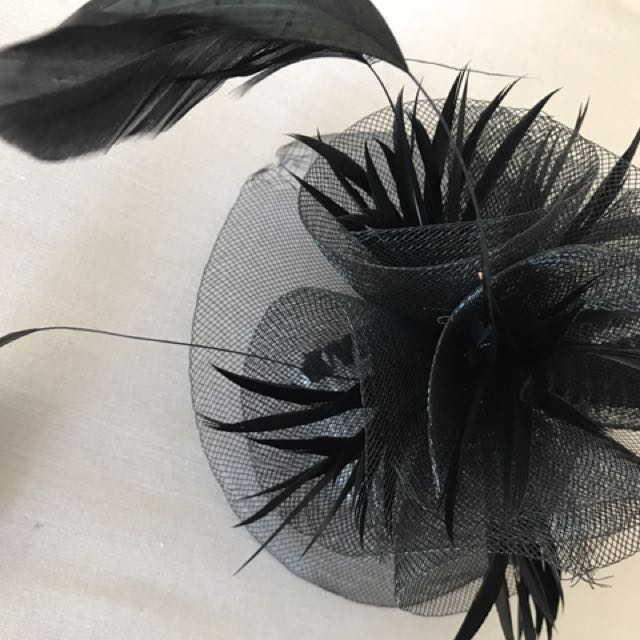 Black feathers clip on fascinator