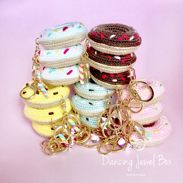 Donut keychains EASY CROCHET TUTORIAL by Crochet & Collections ... | 640x640