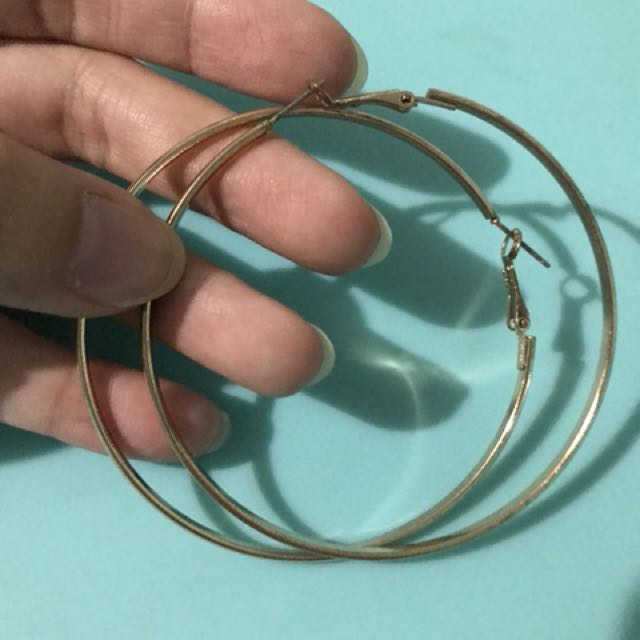 Gold hoop earrings (medium)