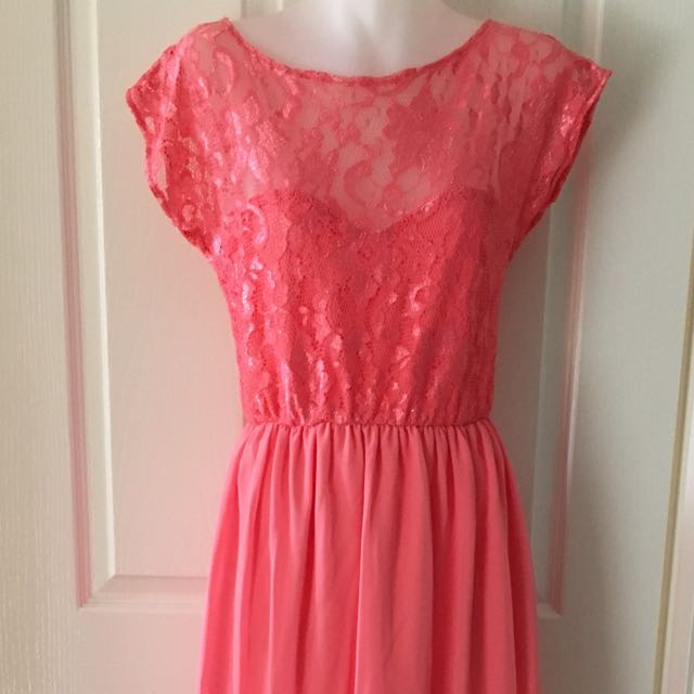 London pearl colour dress with lace and chiffon Size M