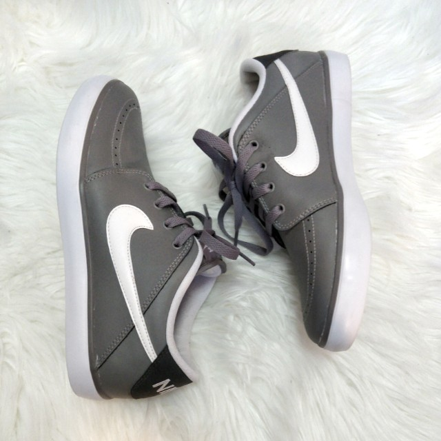 NIKE Suketo II Grey Sneakers - Size 8