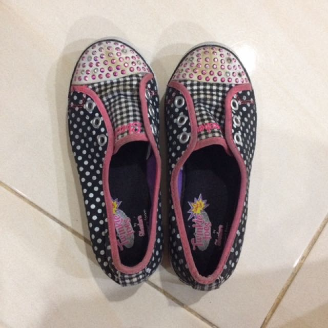 Sepatu skeechers