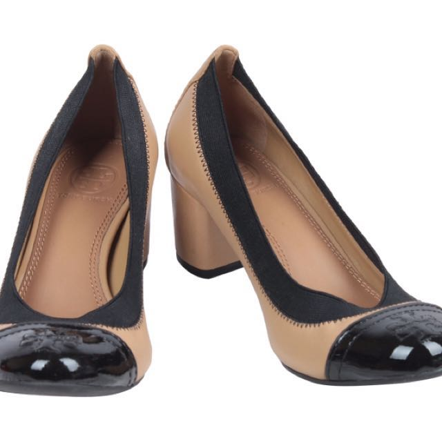 TORY BURCH BEIGE AND BLACK GABBY PUMP SHOES