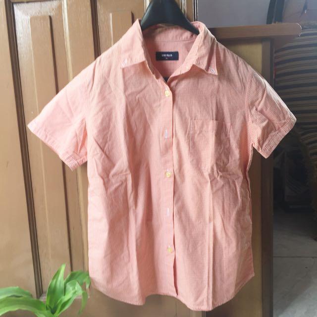 UNIQLO basic shirt
