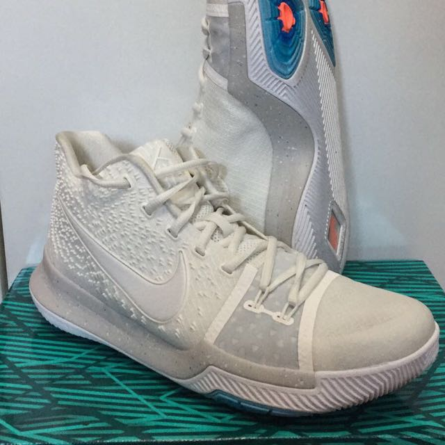 1f003d7cc6 VN Nike Kyrie 3 White Us 10, Men's Fashion, Footwear on Carousell