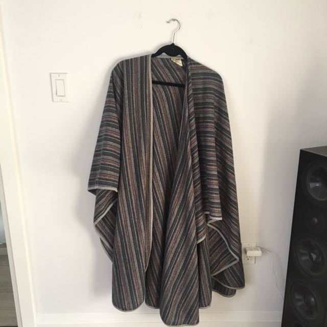 Women's cardigan/blanket shall
