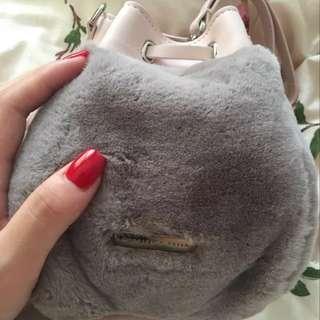 Charles&Keith粉紅 灰色毛毛水桶袋