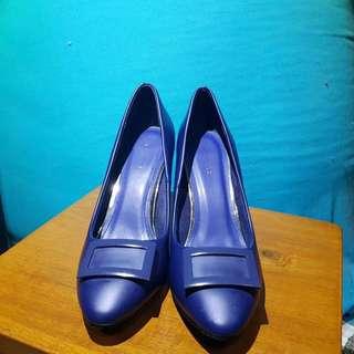 Sepatu vnc biru