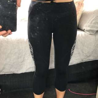 Lorna Jane black 3/4 leggings with white patterned detail size S
