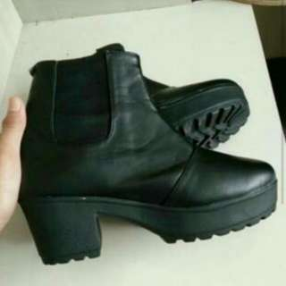 Boots like hnm