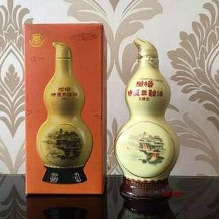 已绝版,陳年張裕特質三鞭酒葫芦瓷瓶50m l酒辦一支連盒。