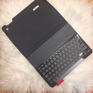 Logitech iPad keyboard case
