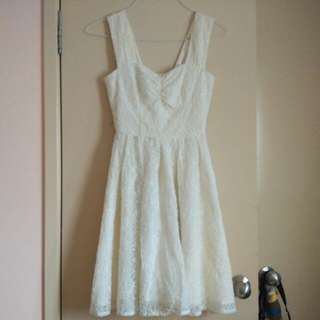 Review White Lace Dress