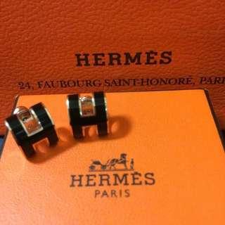 《HERMES》《愛馬仕》經典H LOGO橢圓銀飾耳環 玫瑰金*黑