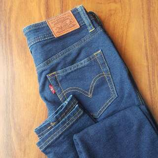 Authentic Levis Size 6-8 Jeans