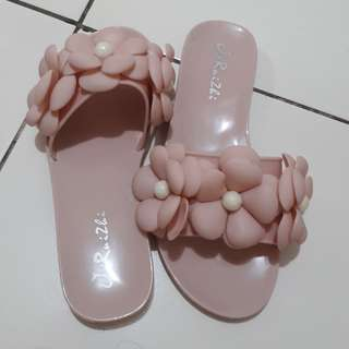 Sandal bunga chanel