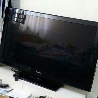 出售二手SAMSUNG 52 吋電視機一部,連搖控器