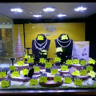 慶祝珠寶展覽會成功大賣,本公司推出三款鑽飾,每款限賣五件。可網上訂購。(保証蝕埋)