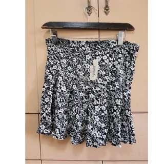 Forever 21 black and white floral skirt