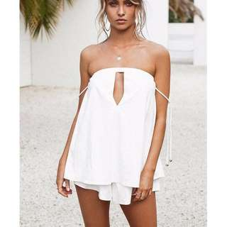 Sabo Luxe- white keyhole playsuit- size small