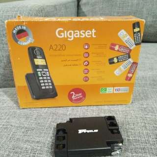 Gigaset handsfree landline phone with charger