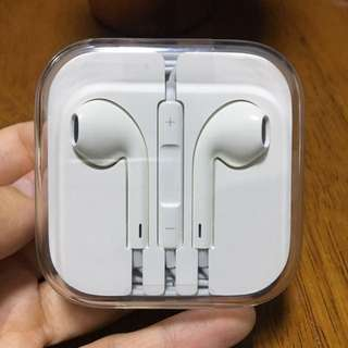 Apple Earpods (3.5mm jack)