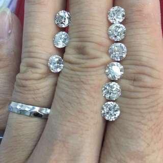 粒粒過卡天然鑽石,高色約G,H色好火夠閃,每粒只售16800