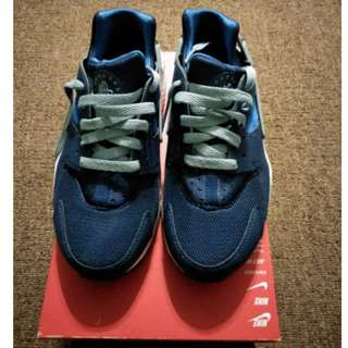 Brand new Nike Air Huarache womens/girls sneakers